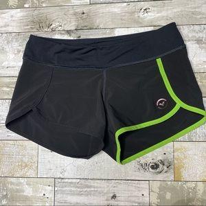 Virus dolphin hem training shorts